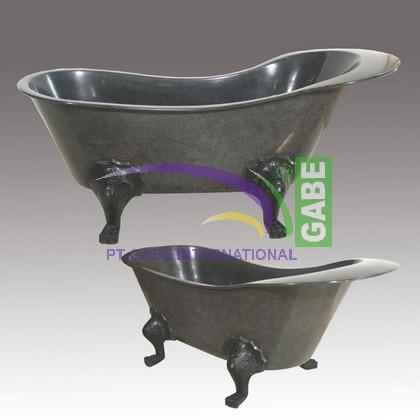 CLAW FEET BATHTUB